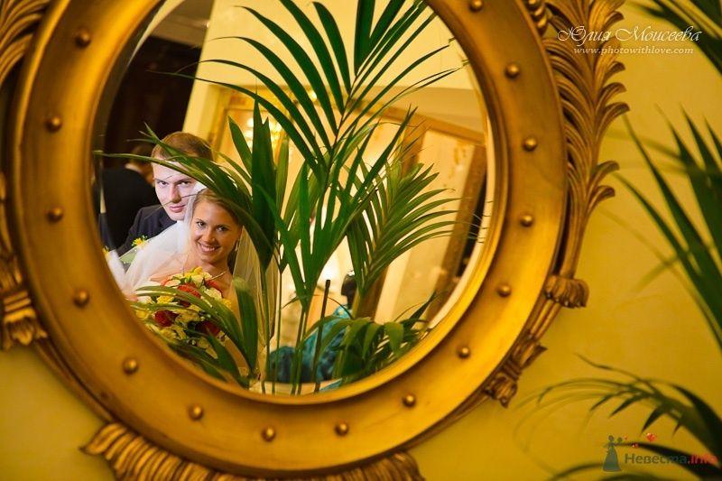 невеста и жених отражение