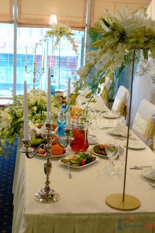 Украшение стола жениха и невесты - фото 29404 Cвадебная флористика и декор событий FloraVictoria