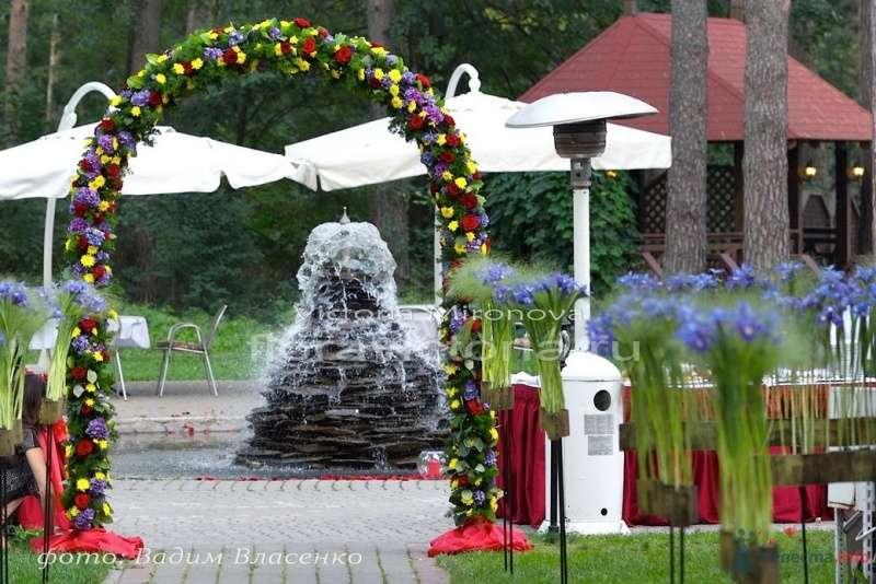 Арка из цветов и украшение дорожки - фото 29422 Cвадебная флористика и декор событий FloraVictoria