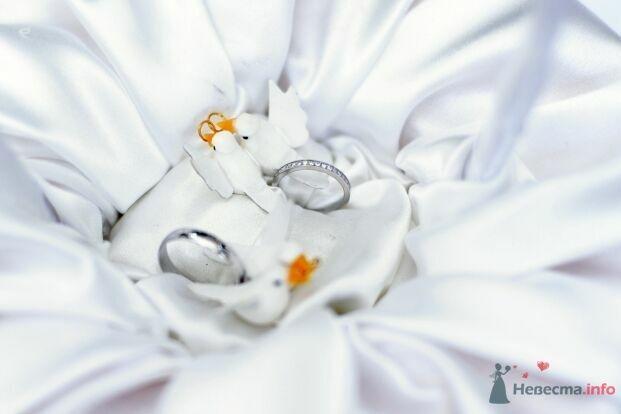 Обручальные кольца из белого золота, с россыпью драгоценных камней на - фото 53046 AngeLady