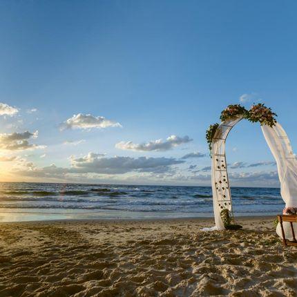 Символическая церемония на пляже