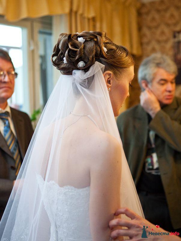 свадебная причёска из волос средней длинны