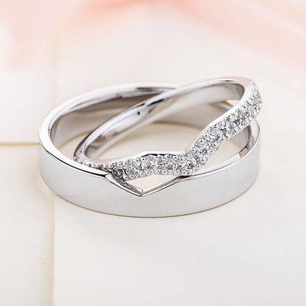 Нестандартные обручальные кольца с 15 бриллиантами. На заказ