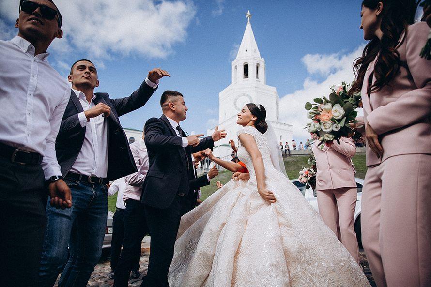 Сколько часов работают фотографы на свадьбах