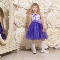 """Детское платье """"Василина"""" Очень красивое детское   вечернее платье с фиолетовой юбкой для девочки  на 3-5 лет. ( рост 105- 116см) На поясе цветок из перьев .Верхняя юбка у платья из сетки, нижняя из сатина.Стоимость проката 450 руб на 2-3 дня"""
