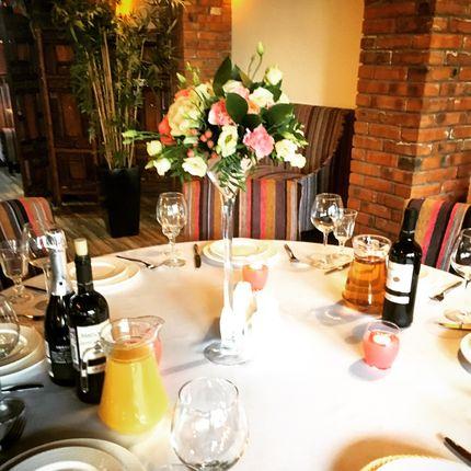 Оформление цветами столов для гостей
