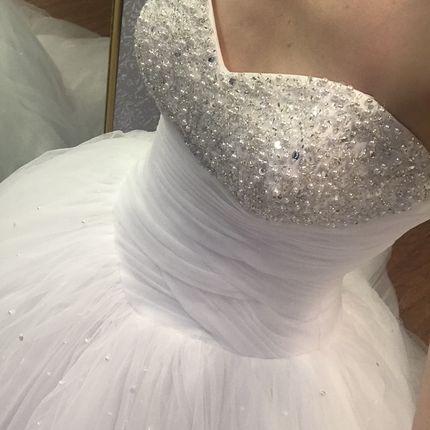 Платье со шлейфом Sincerity