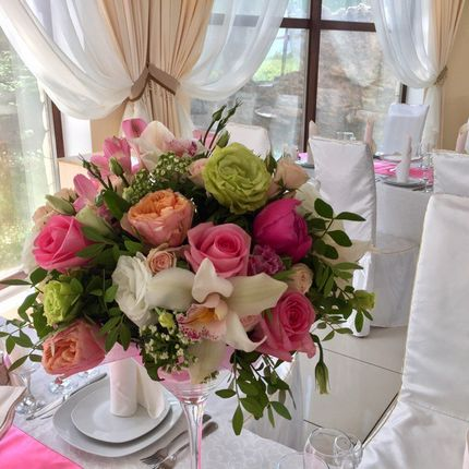 Цветочная композиция на вазе мартини