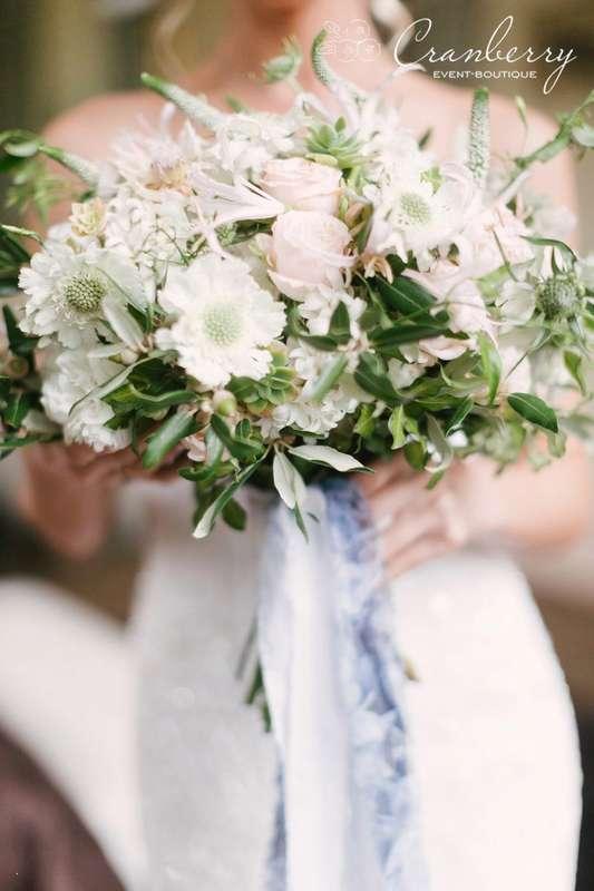 """Фото:Вероника Кромбергер Видео:CHERNOVFILM  Стилист:Динара Светашева Букет невесты:Цветочный СТИЛЬ Платье невесты:Салон свадебной моды """"Матримонио"""" - фото 16454778 Event-boutique Cranberry"""