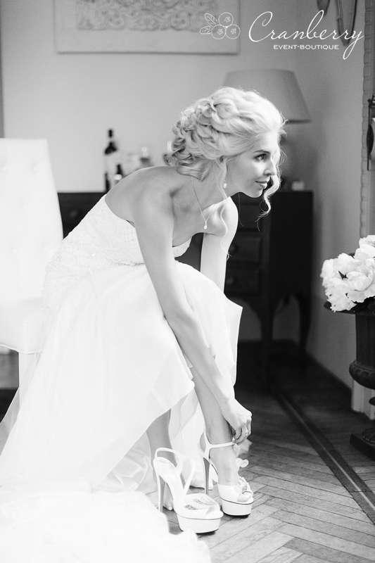 """Фото:Вероника Кромбергер Видео:CHERNOVFILM  Стилист:Динара Светашева Букет невесты:Цветочный СТИЛЬ Платье невесты:Салон свадебной моды """"Матримонио"""" - фото 16454784 Event-boutique Cranberry"""