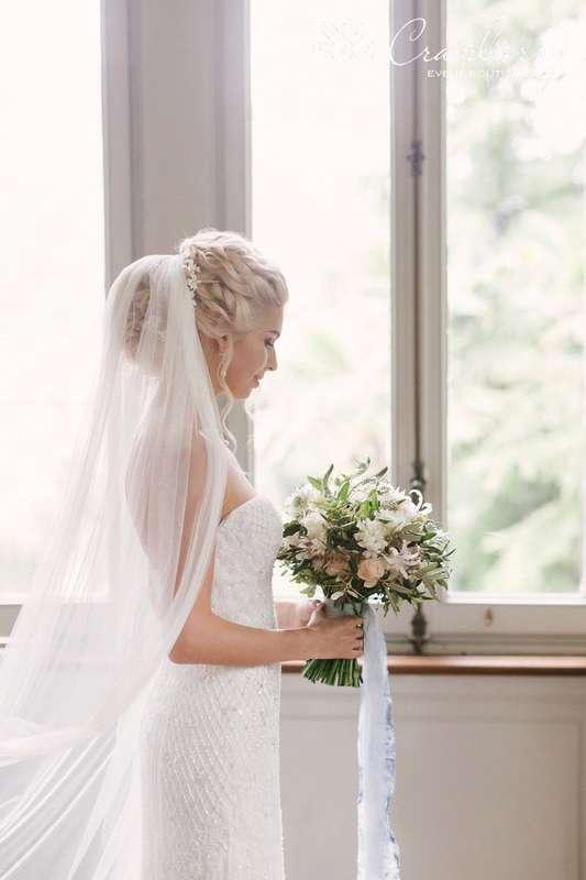 """Фото:Вероника Кромбергер Видео:CHERNOVFILM  Стилист:Динара Светашева Букет невесты:Цветочный СТИЛЬ Платье невесты:Салон свадебной моды """"Матримонио"""" - фото 16454812 Event-boutique Cranberry"""