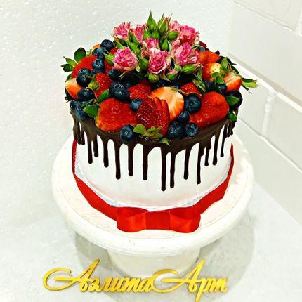 Торты с ягодным украшением.