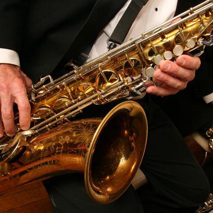 Музыкальное сопровождение - саксофон