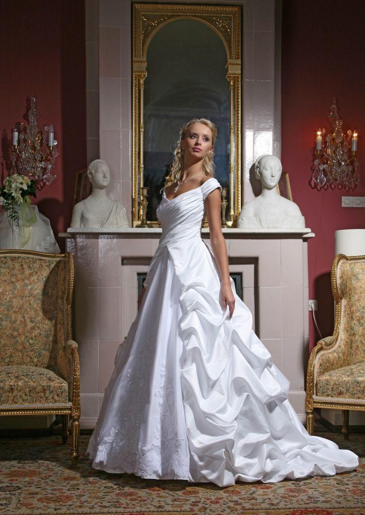 Фото 1383835 в коллекции Свадебные платья в наличии в Санкт-Петербурге - Свадебный салон Bridal Sisters