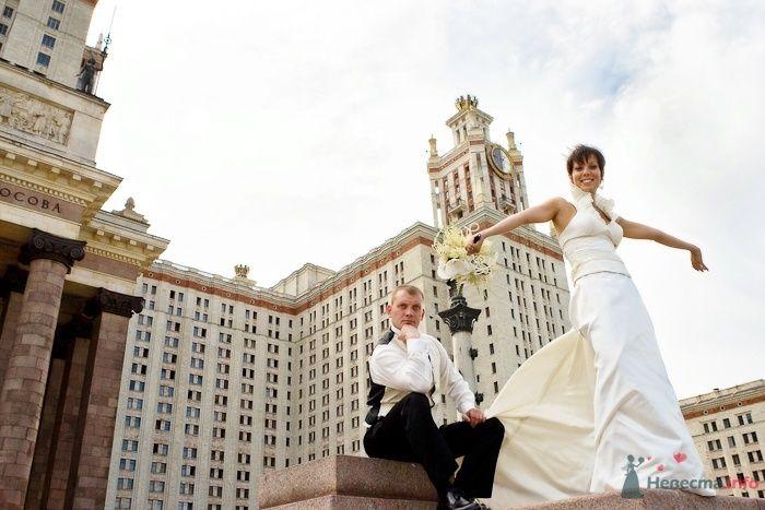 Невеста и жених на прогулке около МГУ - фото 30917 Фотограф Владимир Будков