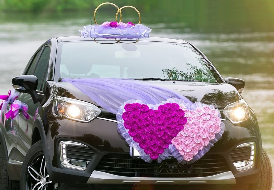 Свадебные украшения на машину напрокат в фиолетовом цвете