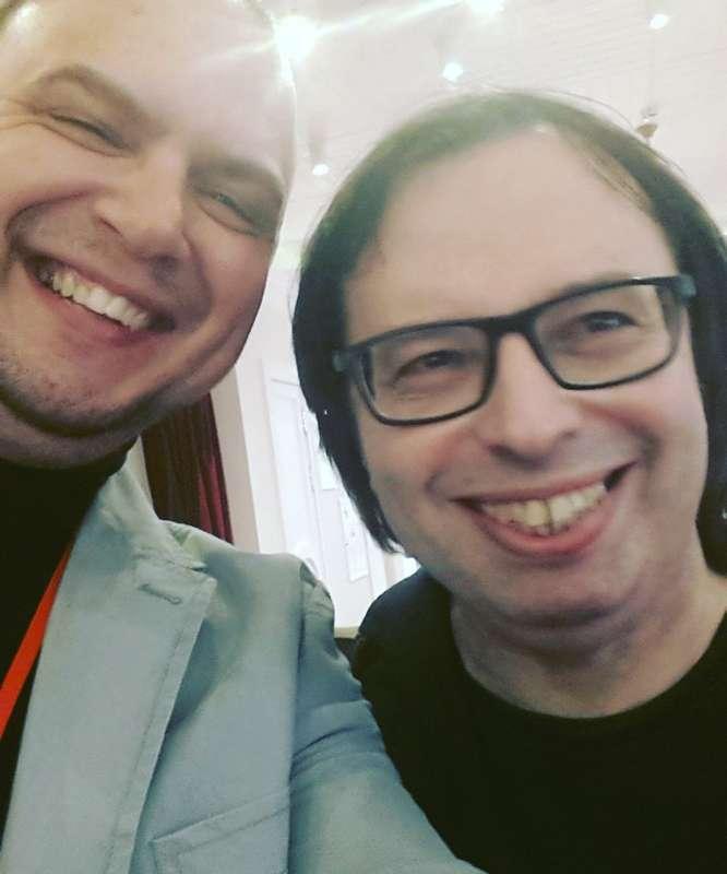 с Александром Кушниром на Артистфорум - фото 17364464 Ведущий Саша Апельсин