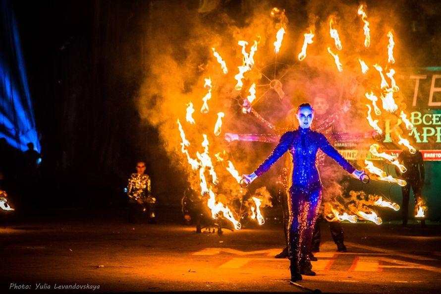 Фото 17453124 в коллекции световое,огненно-пиротехническое шоу - Proberg creative group - организация торжеств