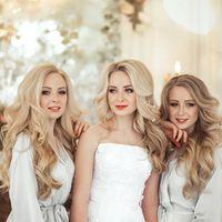 Сестры - тройняшки! Кристина и Анастасия выдают замуж Юлиану (в центре)