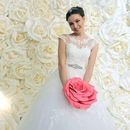 Фотозона белые розы в аренду