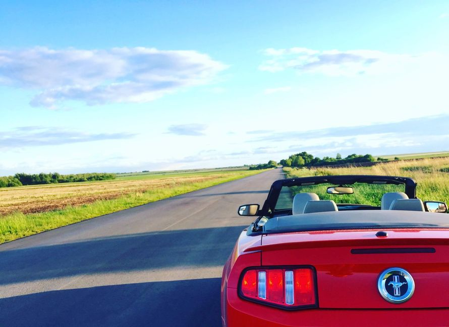 Прокат красного кабиролета Ford Mustang