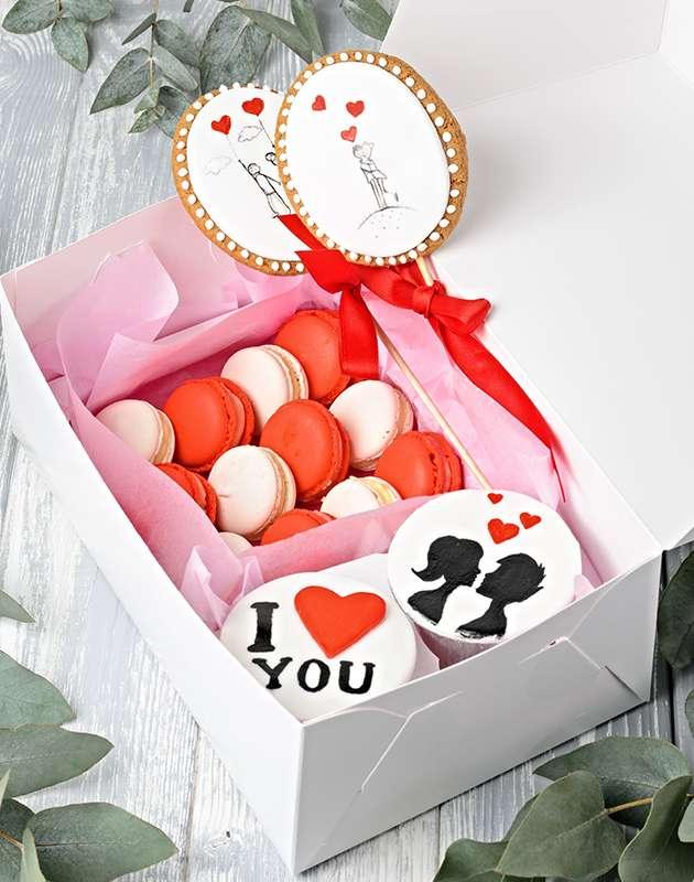 Имбирные пряники с принтом, пирожные макарунс, капкейки. - фото 17640828 Кондитерская Cake&Cake