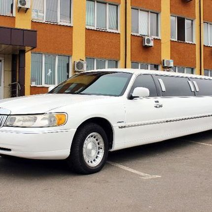 039 Лимузин Lincoln Town Car Prestige в аренду