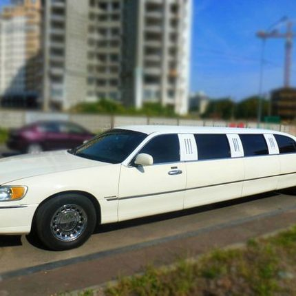 046 Лимузин Lincoln Town Car 120 ванильный в аренду