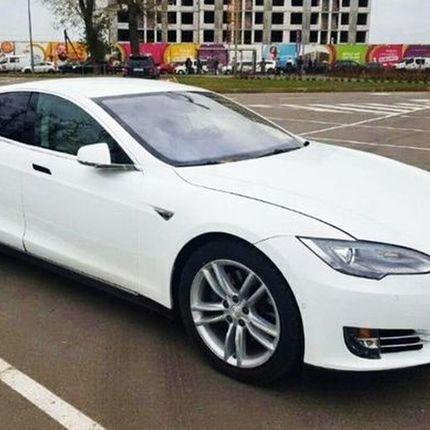 242 Аренда Tesla Model S75 белая