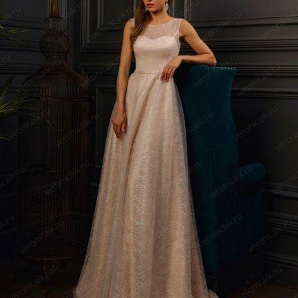 Платье в блестках со шлейфом