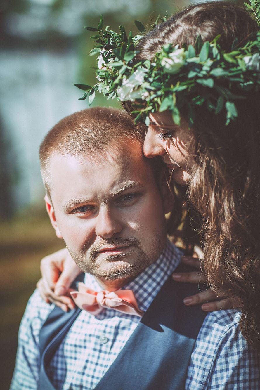 Образ жениха для свадьбы в стиле рустик: голубая рубашка в клетку с оранжевым галстуком-бабочкой - фото 3300849 Лю Комаровская -  фотограф
