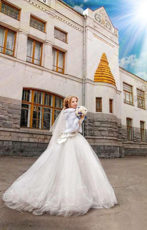 Невеста в пышном платье со шлейфом и коротком норковом белом манто  - фото 2991927 Наталья Богородская, фотограф