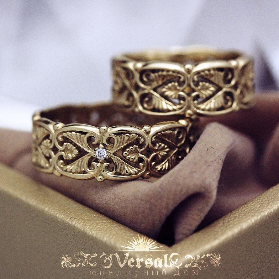Парные золотые обручальные кольца