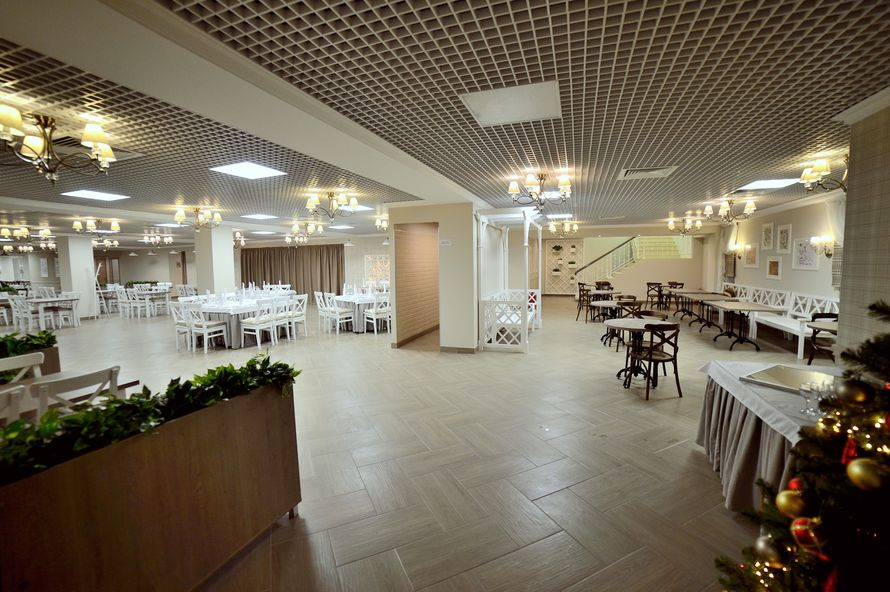 """Зона входа. Таким видят зал только что вошедшие гости. - фото 18169542 Банкетный зал """"БанкетОбед"""""""