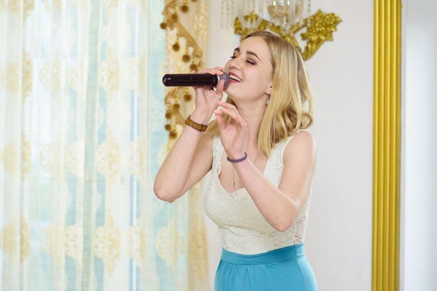 Выступление вокалистки, 1 час