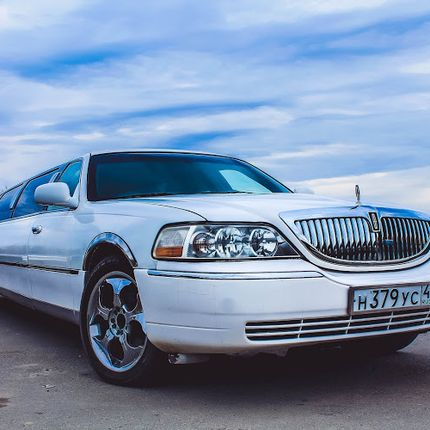 Lincoln Town Car White в аренду