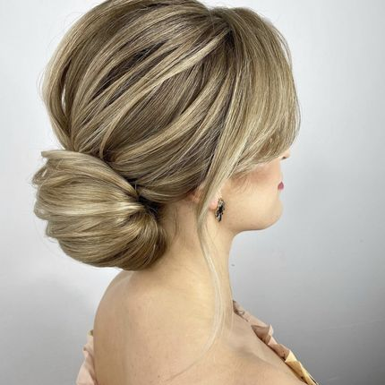 Пучок или локоны, до 55 см волосы