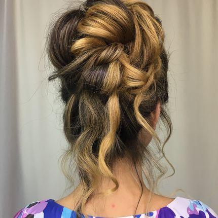 Причёска для подруги невесты