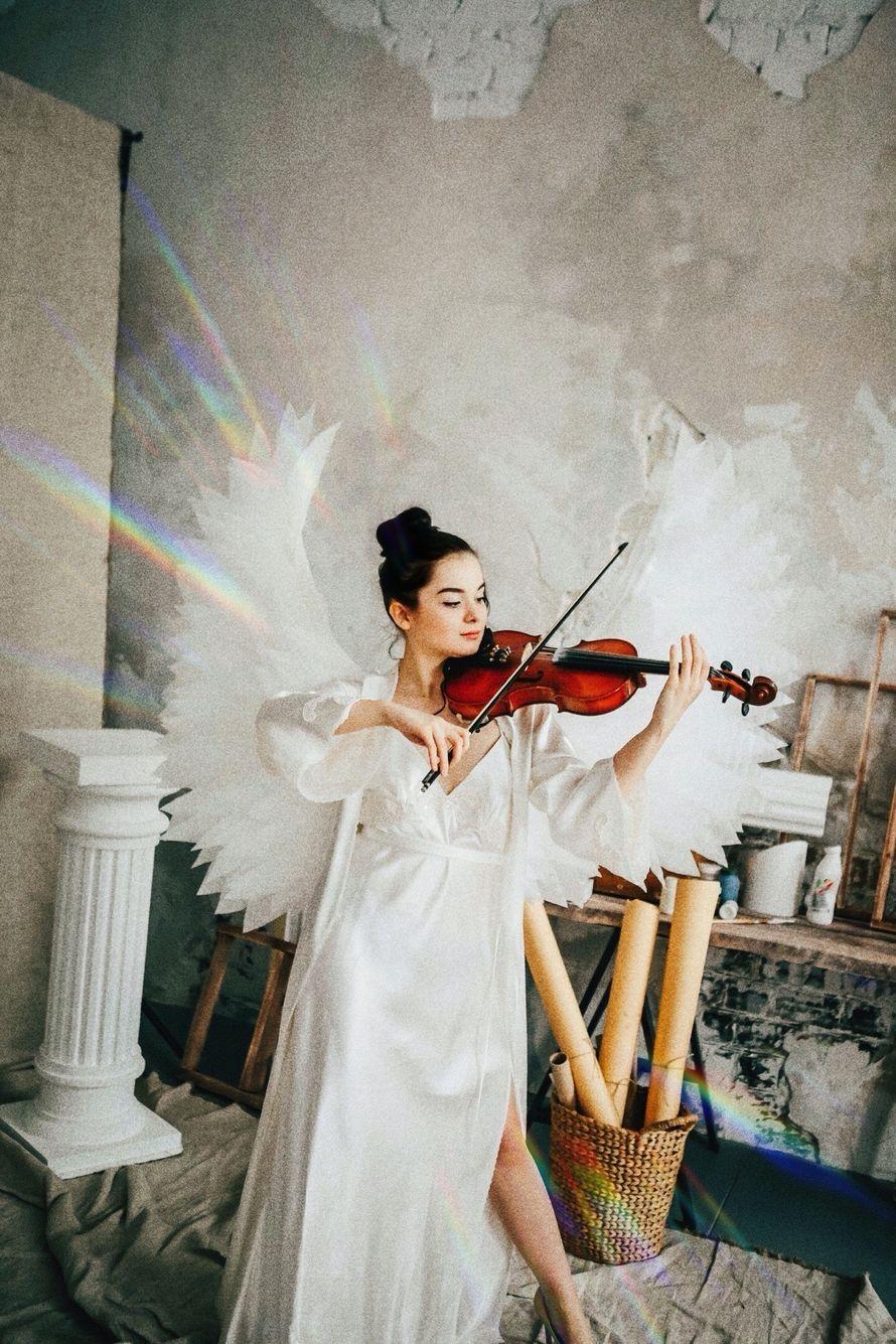 Выступление скрипачки - Ангел