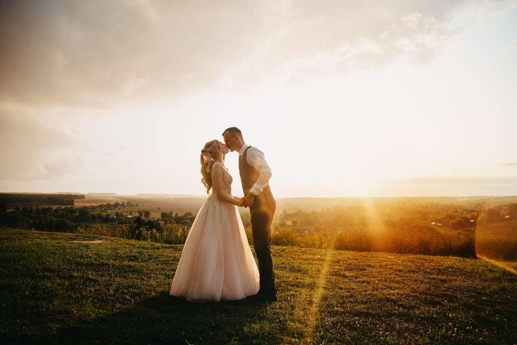 лучшие свадебные фотографы орла удобном кресле