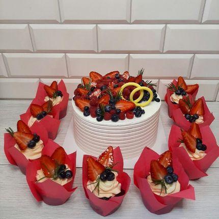 Торты с цветочно-ягодным декором, 1 кг