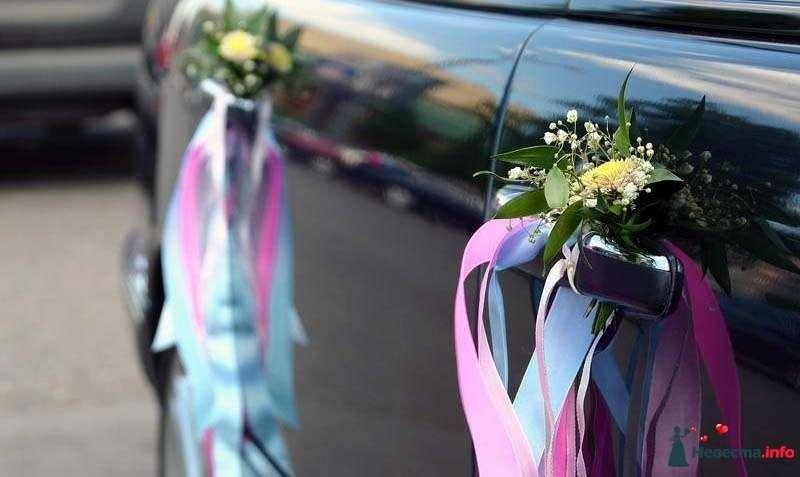 Маленькие букетики из мелких цветочков с разноцветными ленточками- украшение на двери авто. - фото 236800 ~Elle~