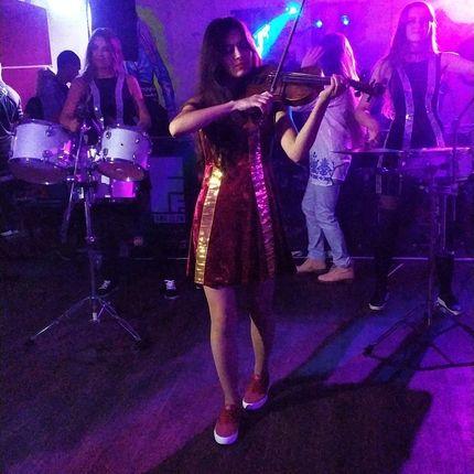 Выступление 2 барабанщиц + скрипка
