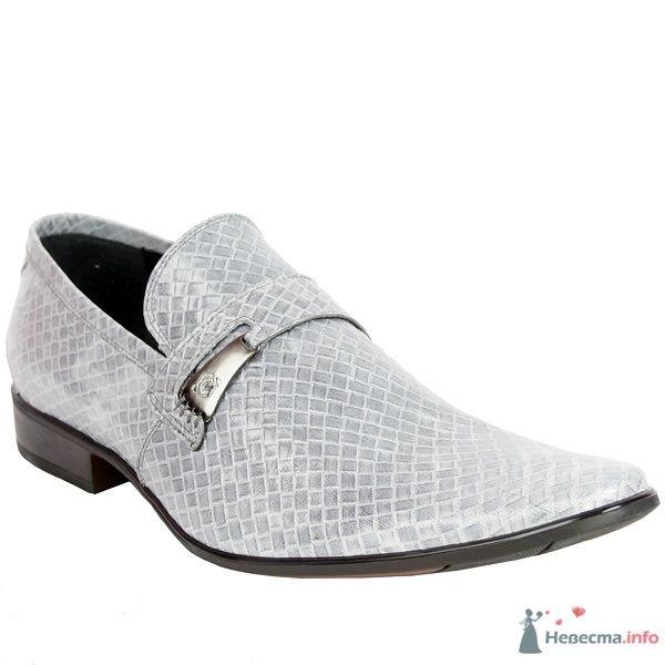 Серые мужские модельные туфли  с пряжкой и коричневым каблуком