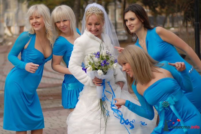 Подружки в голубом и невеста  - фото 97544 Anita