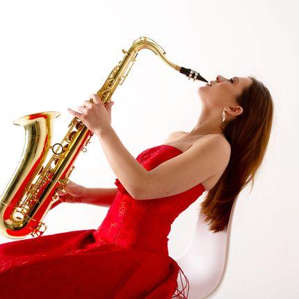 Выступление саксофониста, 30 мин.