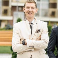 Ведущий Андрей Волошин