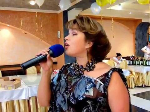 "Татьяна Кулакова с песней  ""Я твоя королева""."