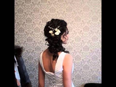 Свадебная прическа с живыми цветами.