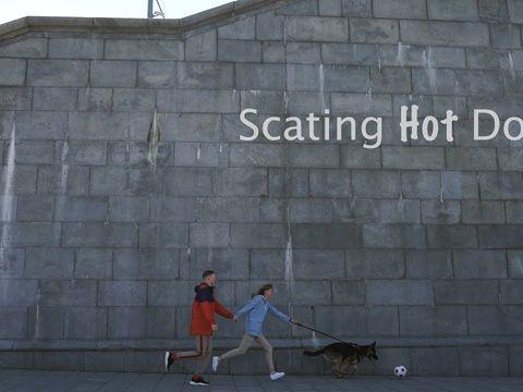 Scating Hotdog
